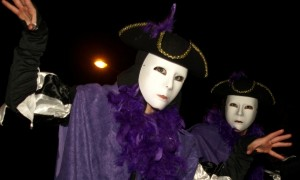 Stilt Walkers - purple party - Tony Worrall (6)