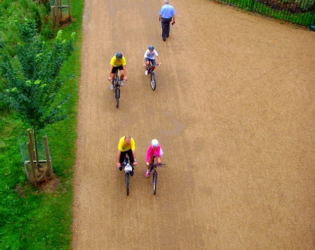 Cyclists enjoying the Guild Wheel route