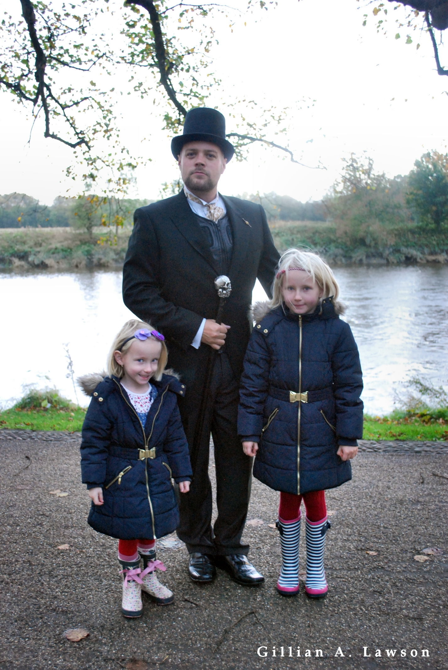 Spooky Sunday Ghost Hunter & Girls