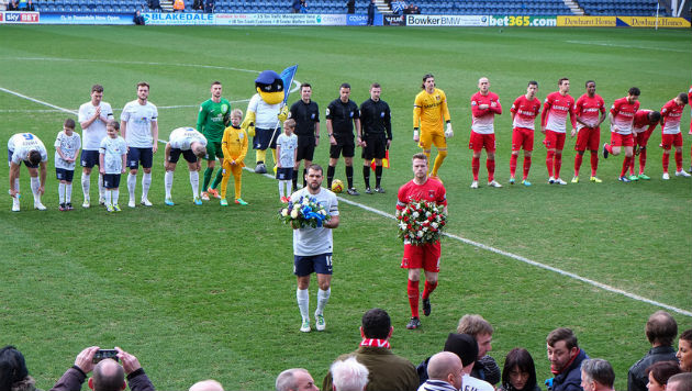 North End and Orient teams pay tribute to Sir Tom