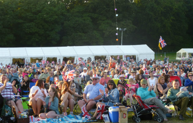 Symphony at the Tower in 2012, crowds enjoy the weather