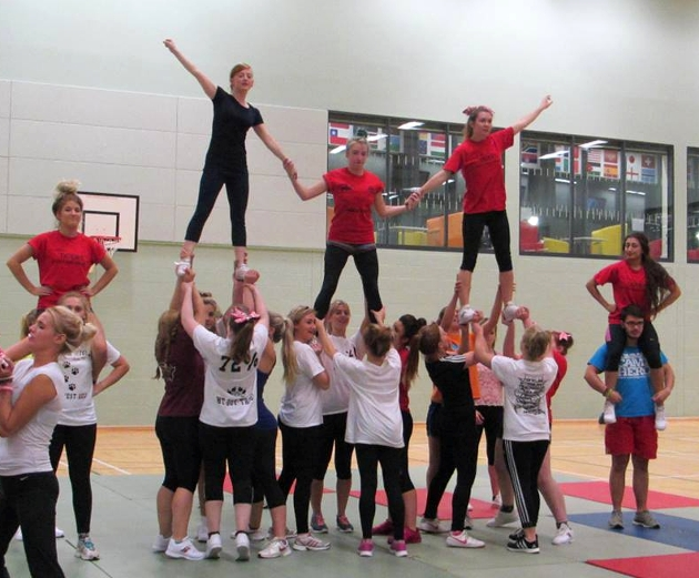 The UCLan cheerleaders will perform