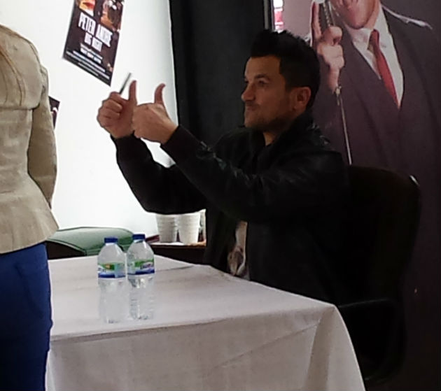Peter Andre gives a thumbs up to fans