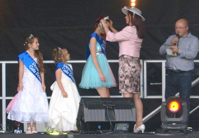 Crowning Penwortham Gala Queen