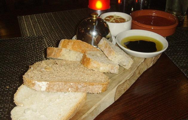 Bread board & dips