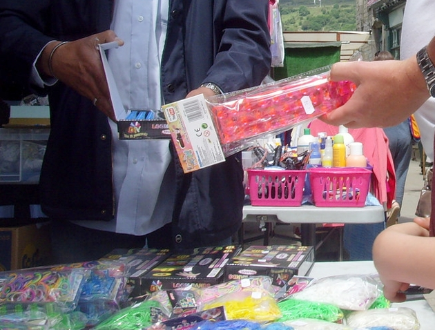 Buying loom band kits at a market