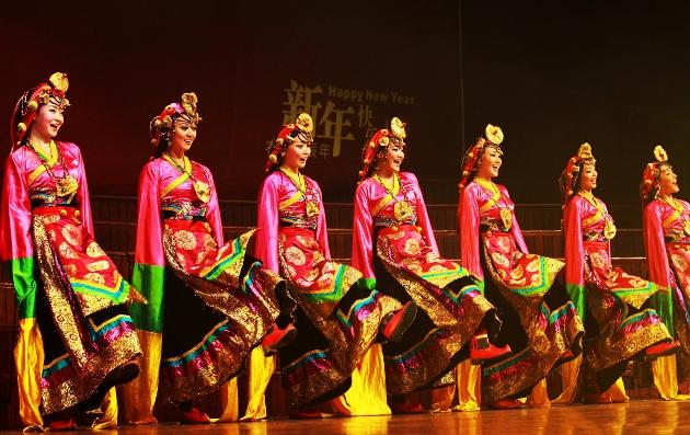 1_Collective Dance_Xian Zi