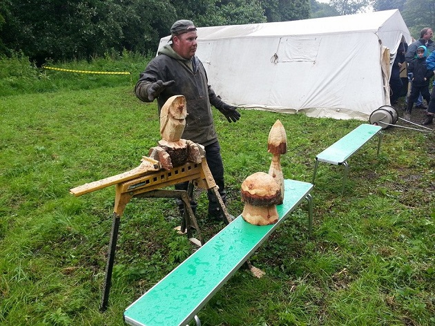 Chainsaw carving demonstration