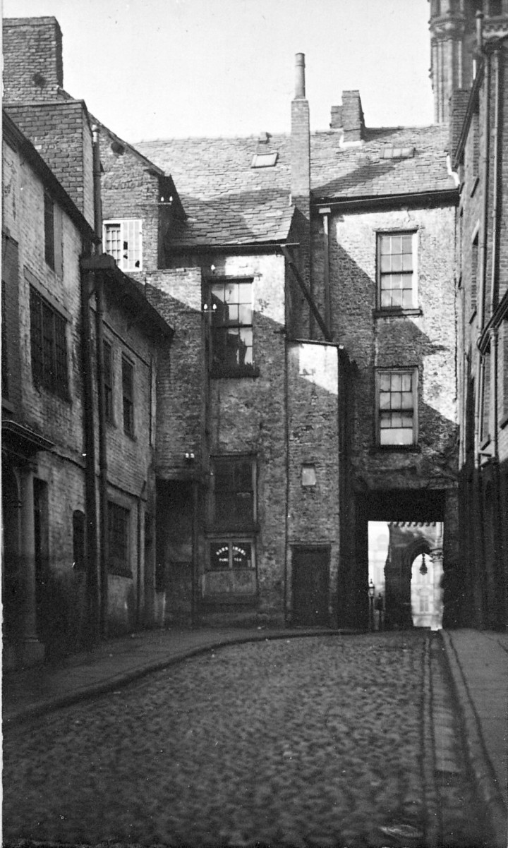 Glovers Court looking towards Fishergate & Cheapside, Preston 1910