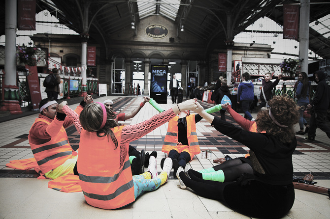 The Oasis Social Club surprised commuters during last week's pop-up performances